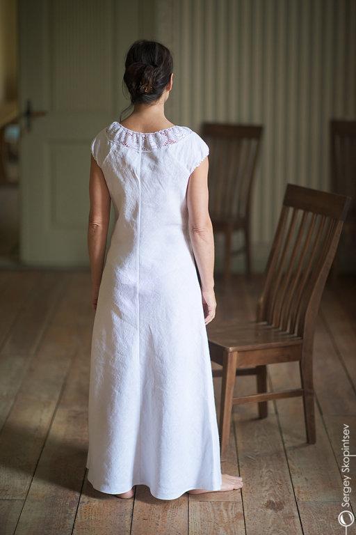 Gara lina kleita ar mežīni