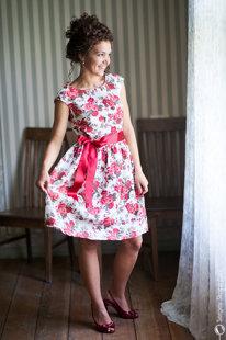 Vasaras lina kleita ar rozēm